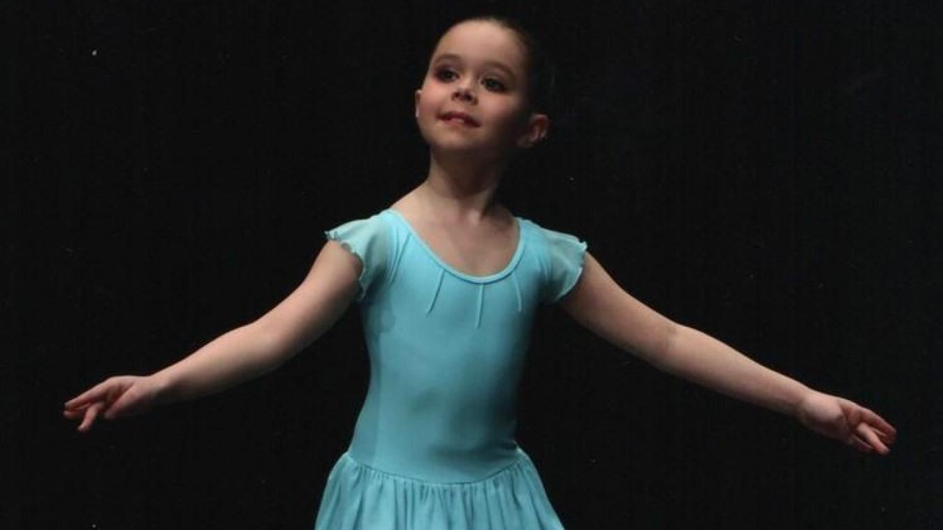Âgée de 10 ans, Effie étudie la danse à l'École Municipale de Musique et de Danse d'Outreau.