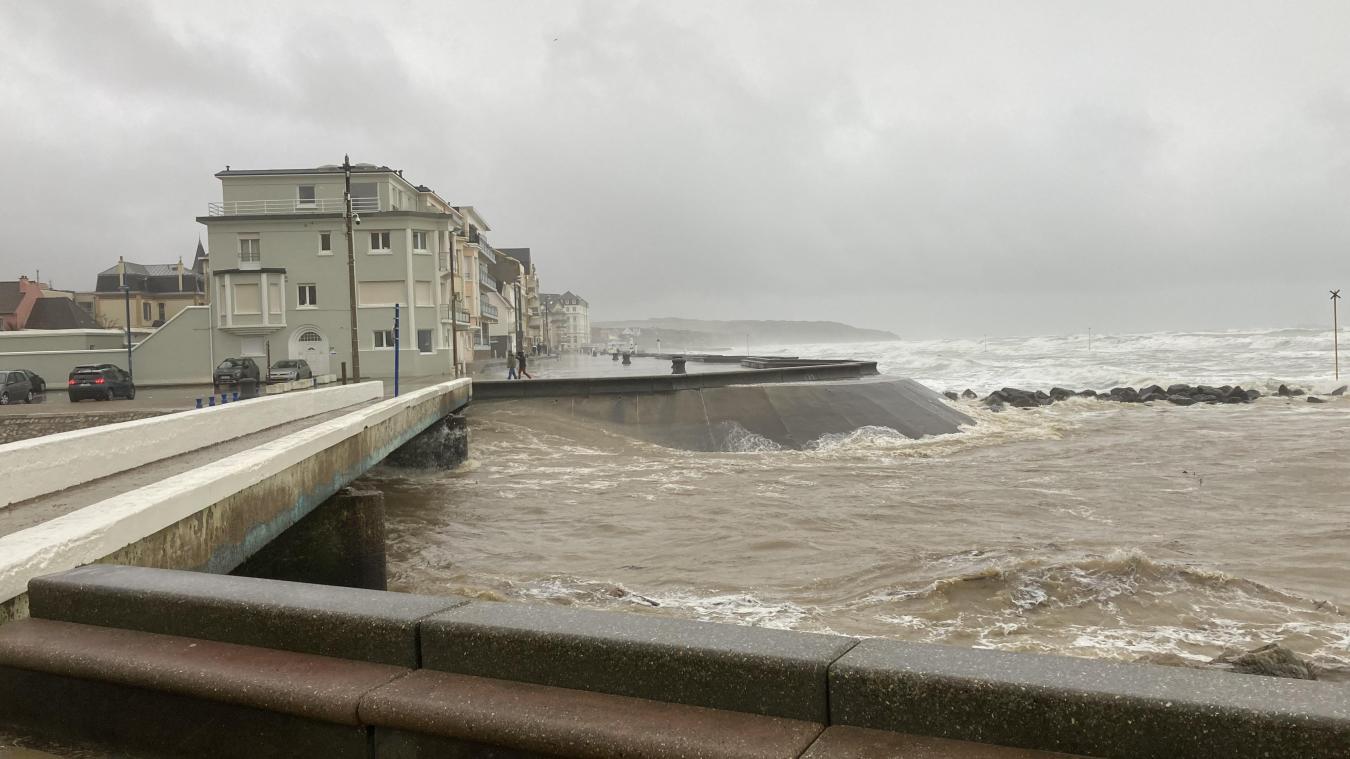 Wimereux : la tempête Bella déchaîne les vagues (Vidéo)
