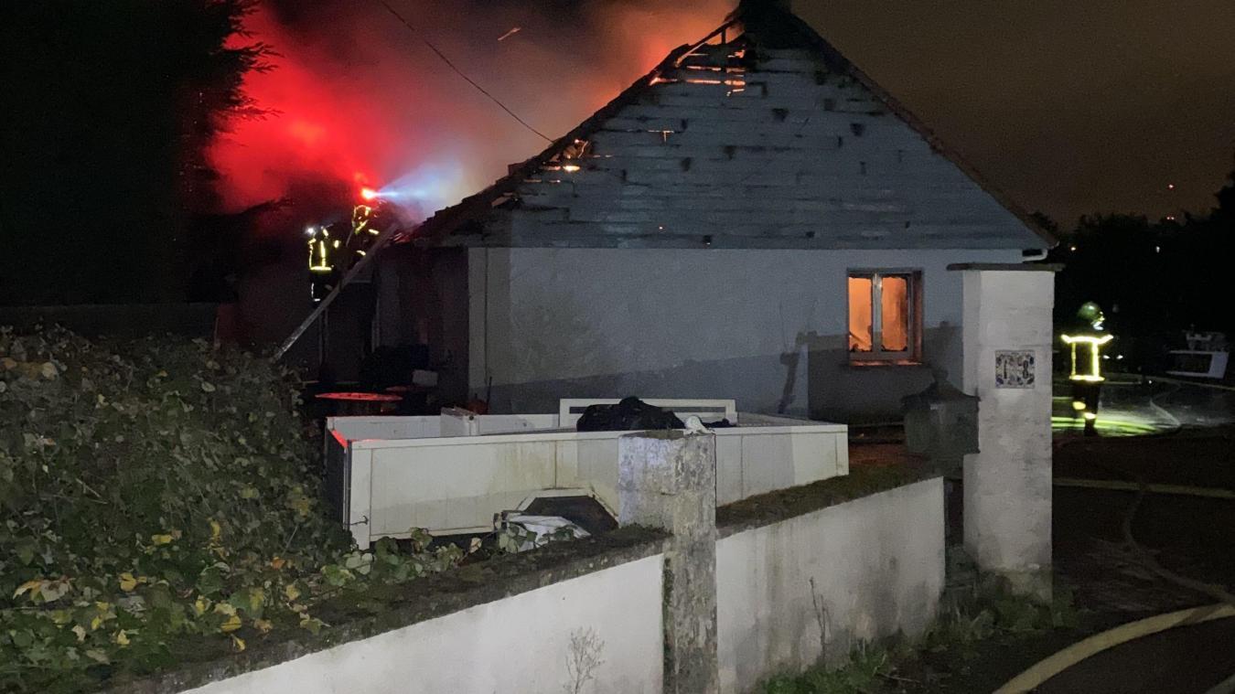 Une habitation embrasée au Petit Rupembert ce 30 décembre.