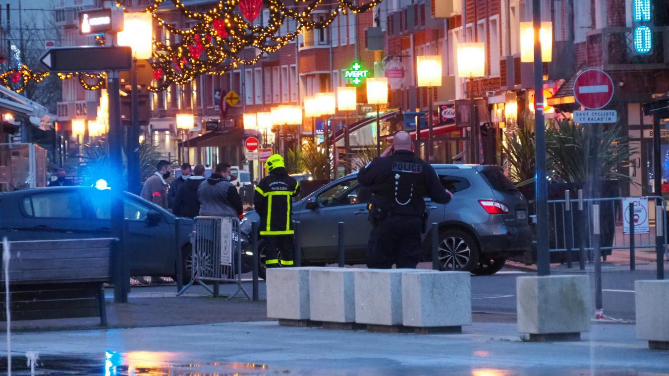 Policiers, militaires, gendarmes et pompiers étaient présents sur les lieux, ainsi que les démineurs.