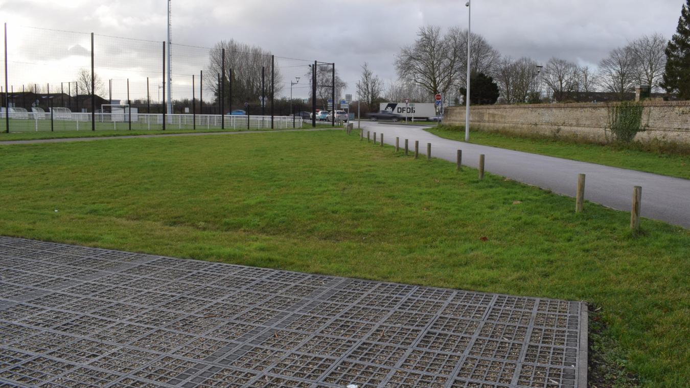 C'est dans cette zone, près du anneau stop au parking du stade Andriès, que les quais de bus devraient être matérialisés.