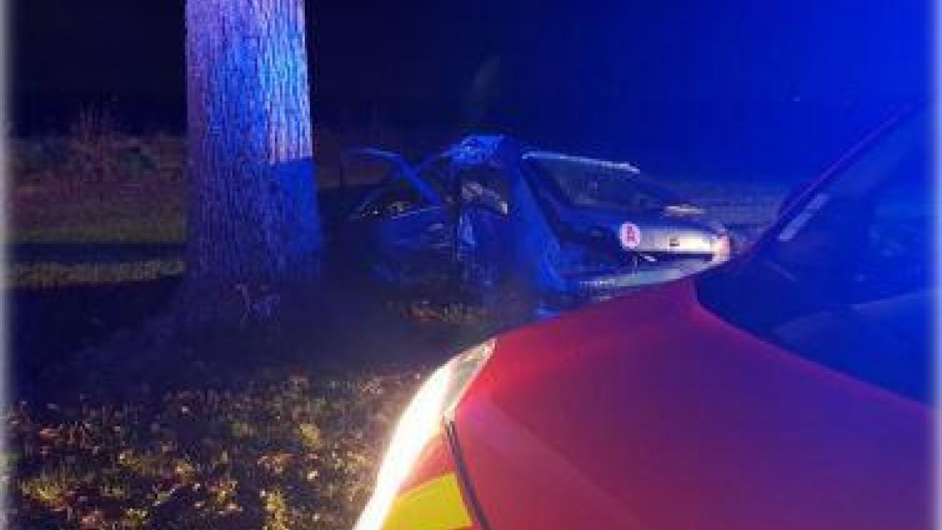Bully-les-Mines: un véhicule percute un arbre et fait deux blessés graves