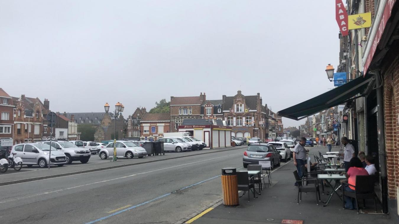 Pour sortir leur terrasse sur la voie publique, cafés et restaurants doivent payer une redevance locale à la mairie.