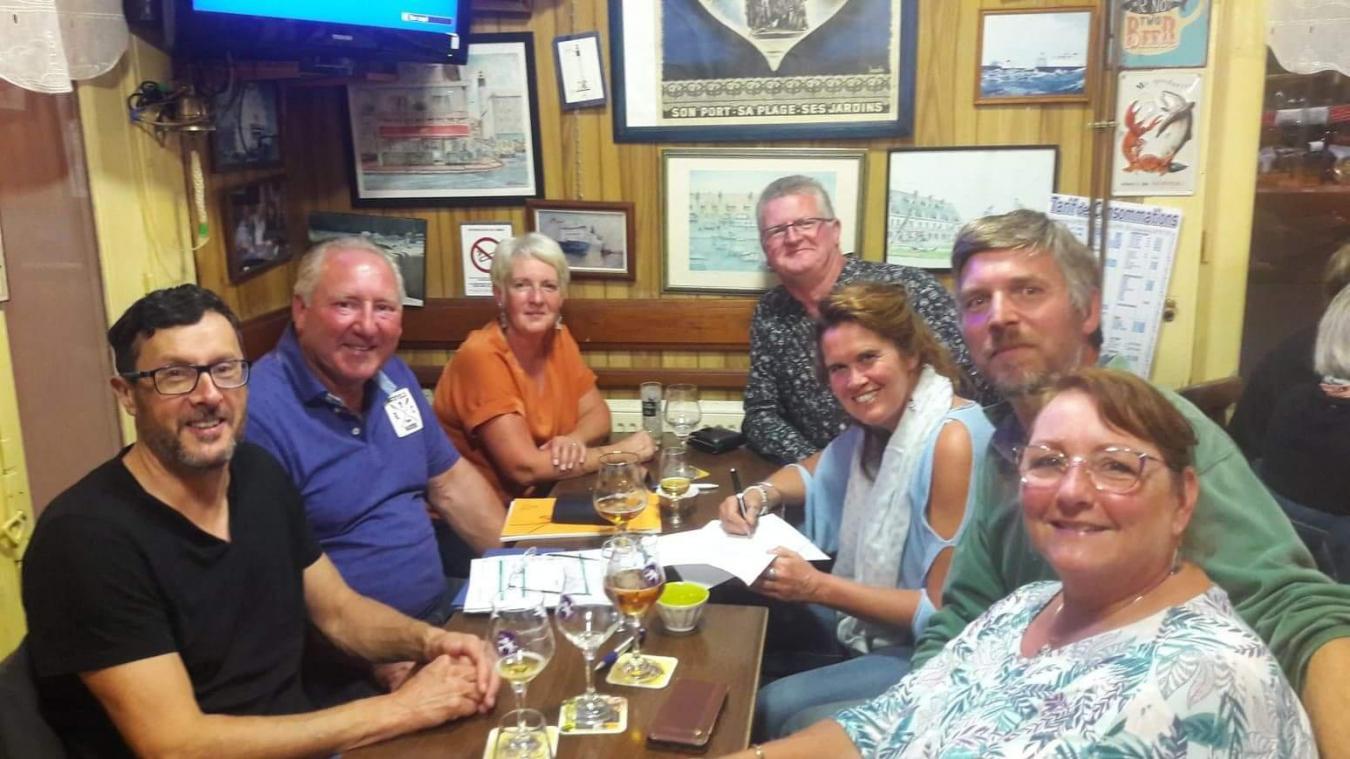 Le groupe de passionnés s'était réuni au Café du Minck pour lancer leur association.