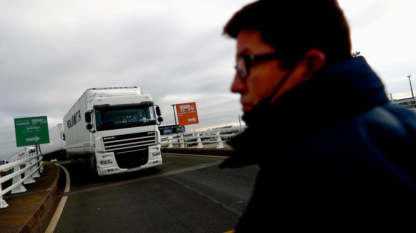 Les premiers camions depuis et vers l'Angleterre ont passé la frontière, ici au port de Calais.