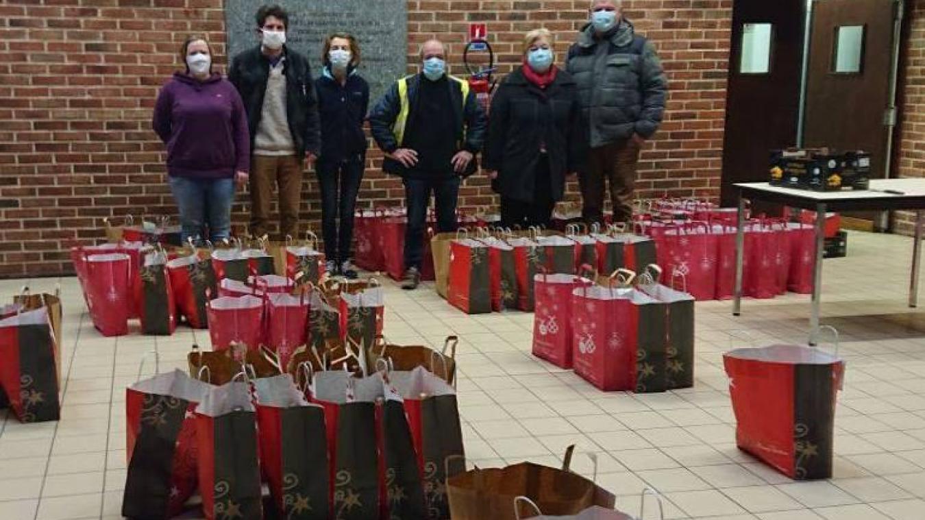 Les colis ont été distribués aux personnes de plus de 65 ans de Millam.
