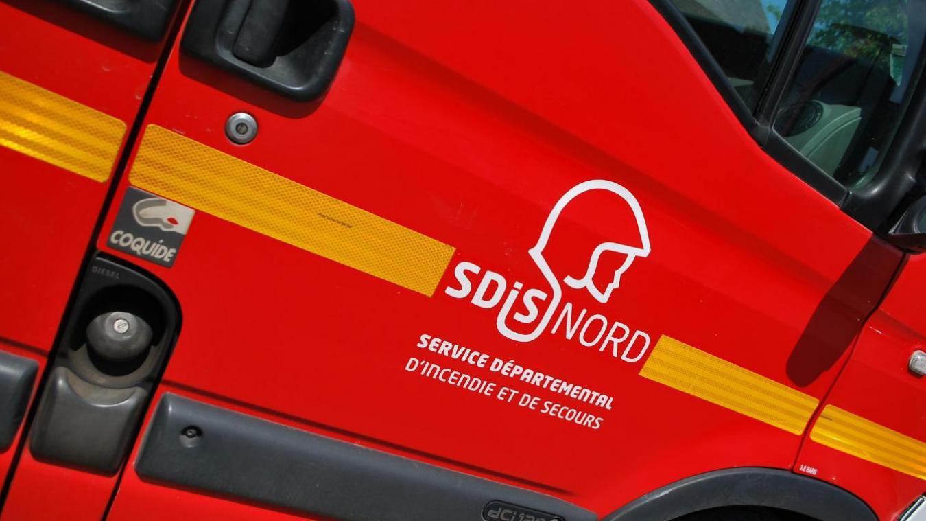 Les sapeurs-pompiers d'Hazebrouck et d'Aire-sur-la-Lys sont intervenus pour un feu de maison, cette nuit, à Thiennes.
