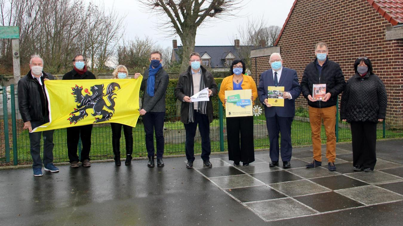 La signature de la charte a eu lieu à l'école: un heureux présage pour l'avenir de l'enseignement du flamand occidental.