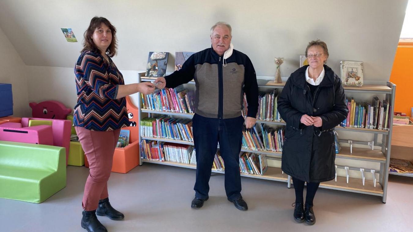 Les premières cartes d'adhérents ont été distribuées au maire d'Hondschoote et à l'ancienne bibliothécaire.