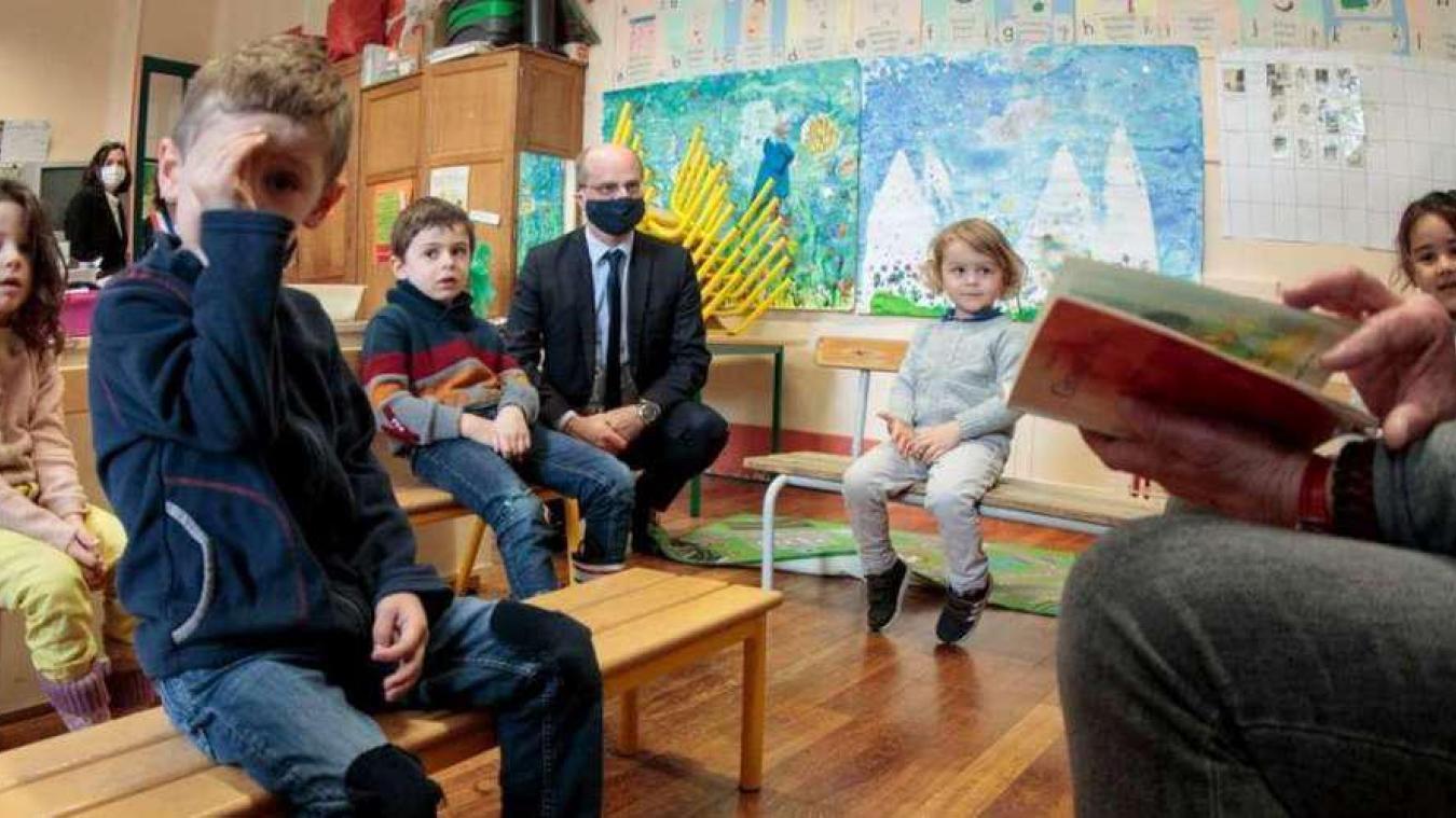 Retour à l'école après les fêtes : le ministre avance en terrain (conta)miné