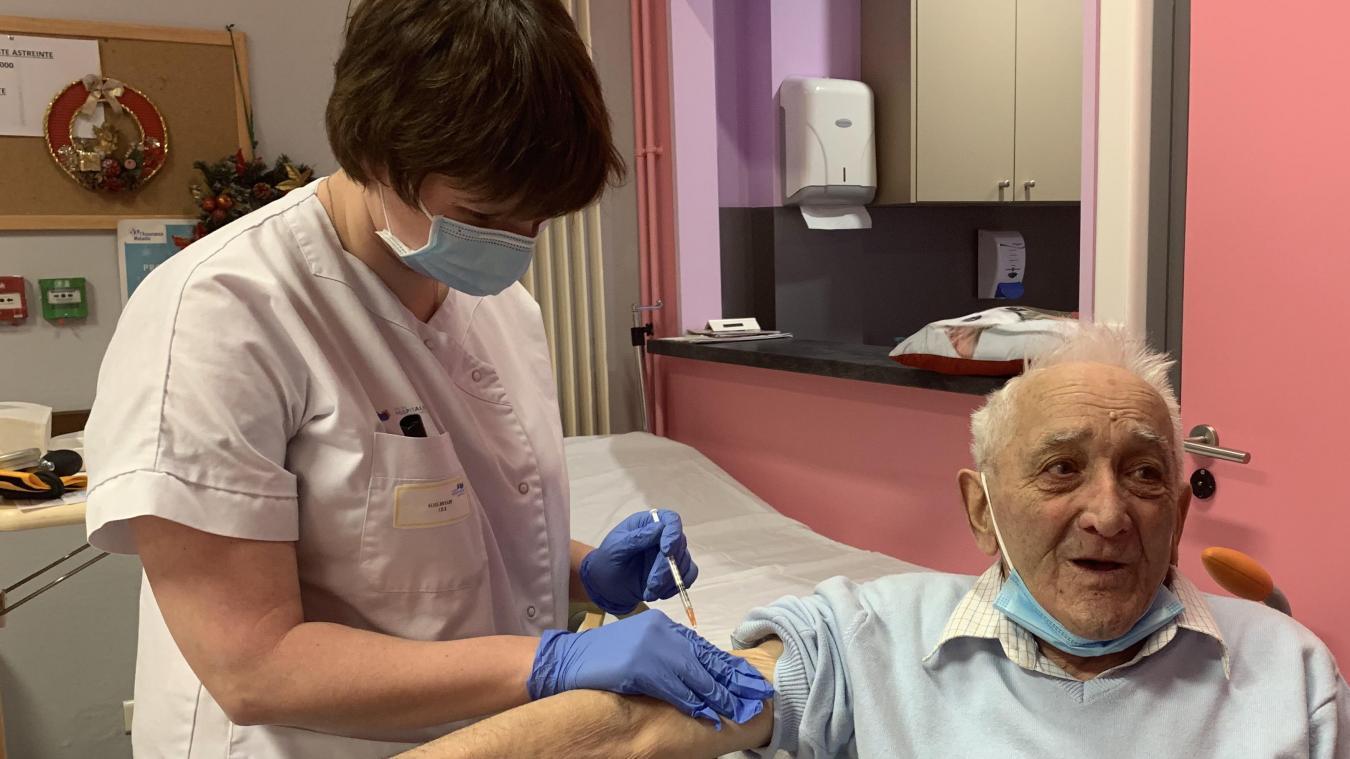 Marcel, 90 ans, fait partie des résidents du Clos des Tilleuls qui a été vacciné lundi 4 janvier.