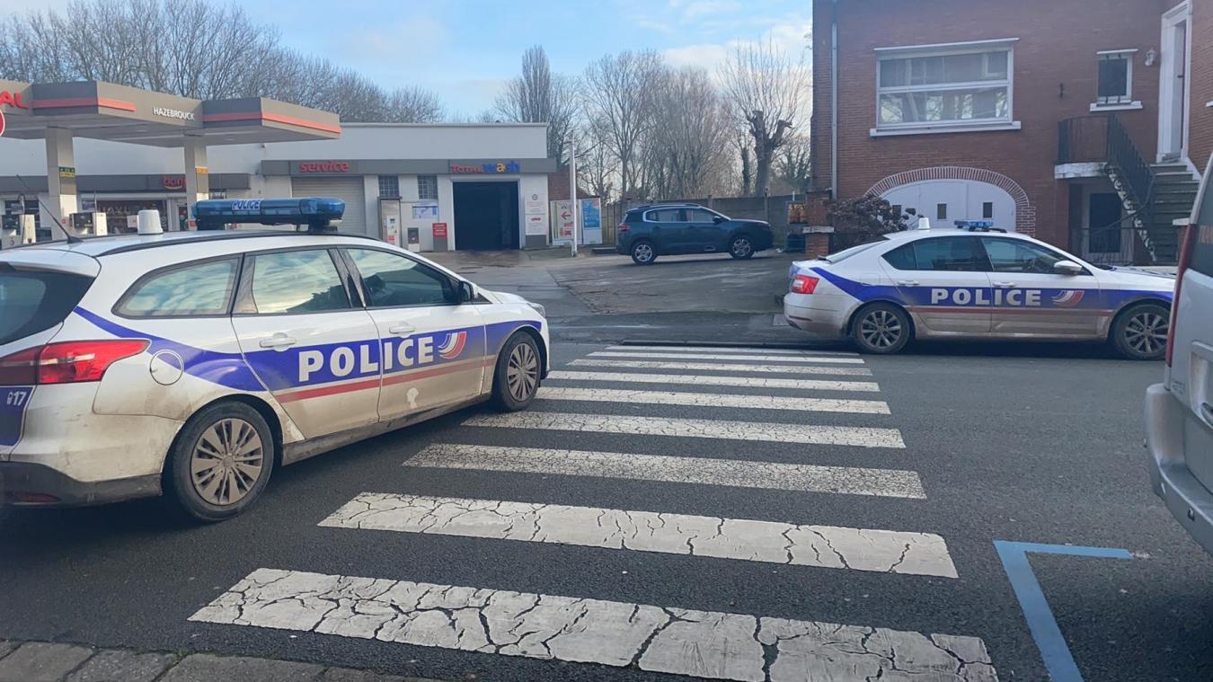 Les policiers d'Hazebrouck ont coupé la circualtion rue Notre-Dame, le temps de l'intervention des pompiers.