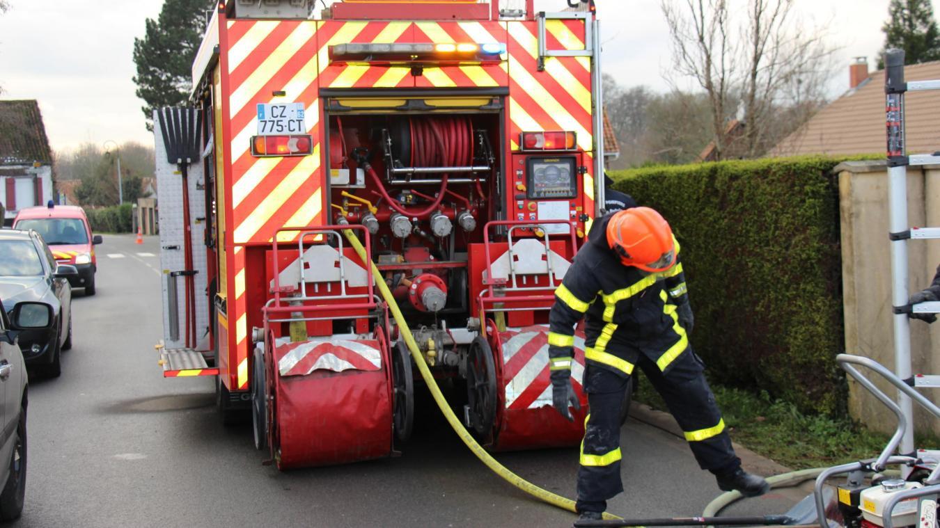 Les pompiers interviennent ce vendredi à Bellebrune suite à un incendie