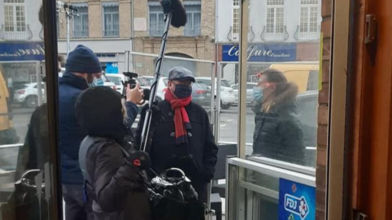 France Télévision a interviewé Nathalie, une employée, et Marc Bourel, le premier adjoint de Bergues.