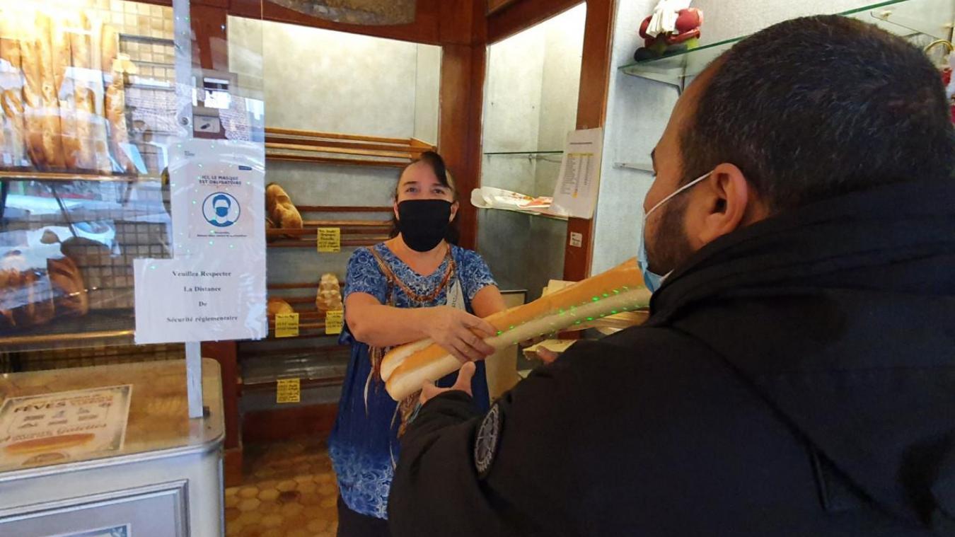 À la demande du client, la boulangerie peut mettre une baguette en attente.