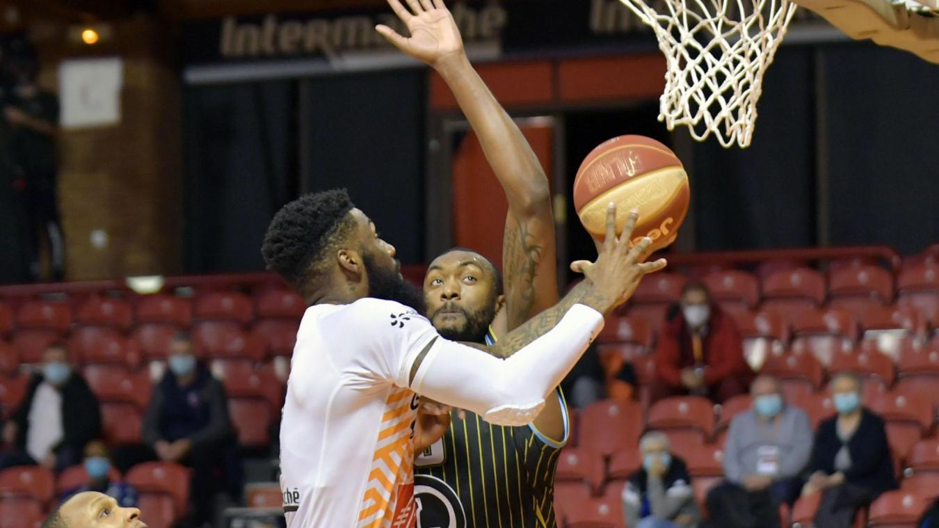 Erik McCree à l'œuvre lors du match BCM - Champagne Basket en championnat.