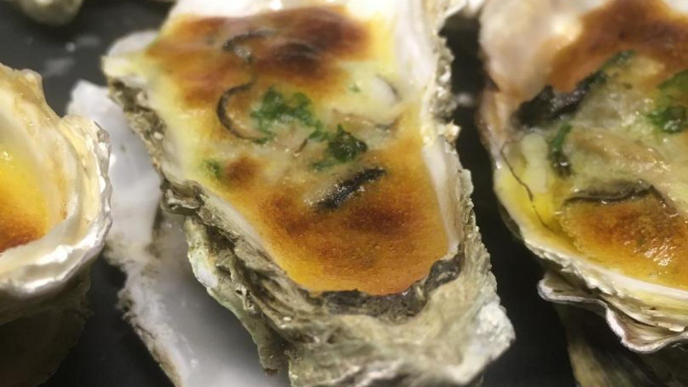 Avec La table des Ecoliers, on poursuit encore les fêtes avec une recette d'huîtres chaudes.