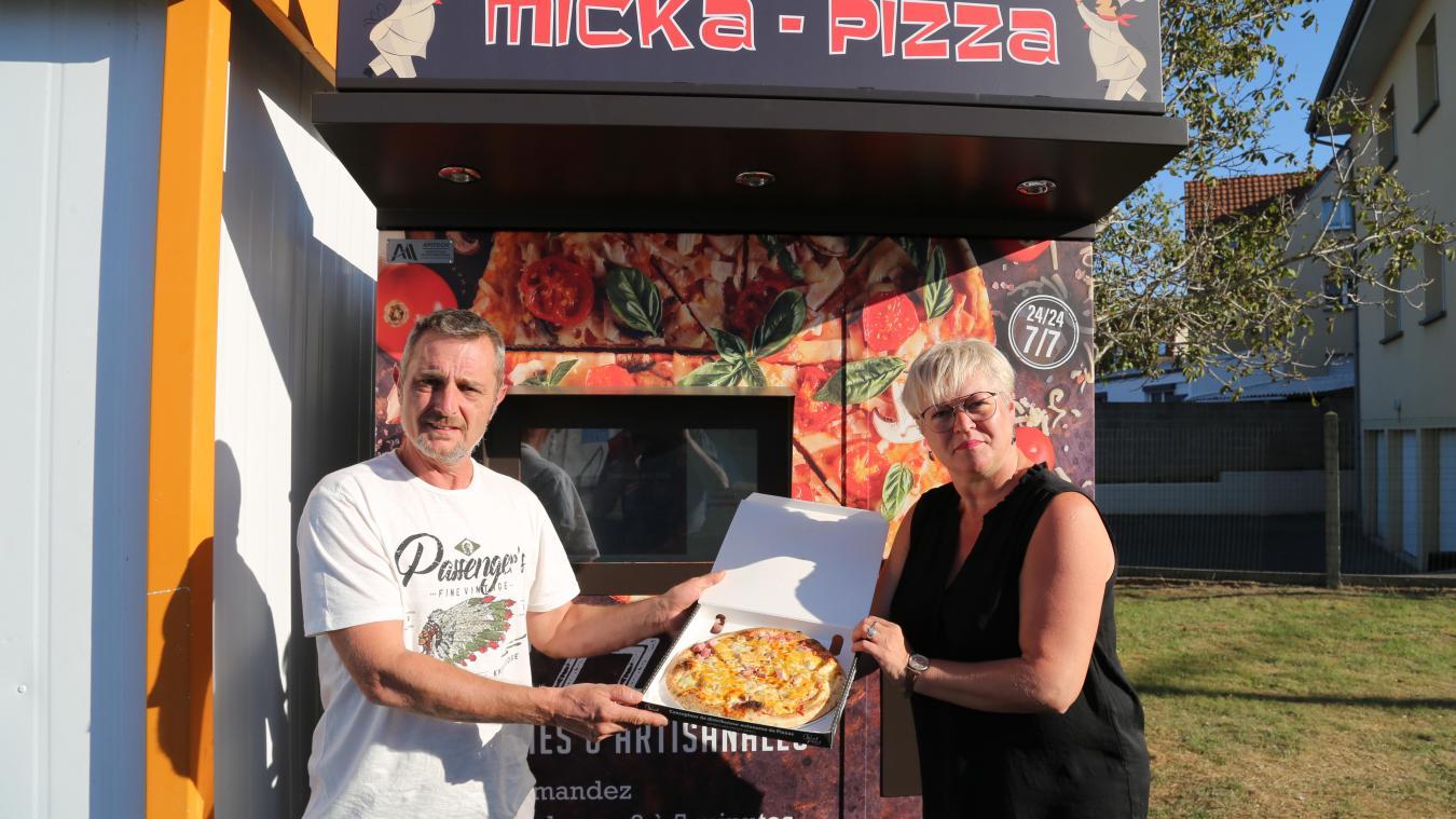 Photo page de gauche  : Pascale et Philippe Codron ont développé à Cucq en 2018 un distributeur de légumes, Le Jardin des sables, dans l'ancien magasin de l'exploitation agricole.  Photo ci-dessus  : L'Etaplois Mickaël Tirmarche a lui aussi opté récemment pour un distributeur de pizzas.  Photo ci-contre  : A Attin, près du magasin Leclerc, le distributeur de pizzas de Gérald Farineau connaît un véritable succès, surtout depuis le confinement et la fermeture des restaurants.