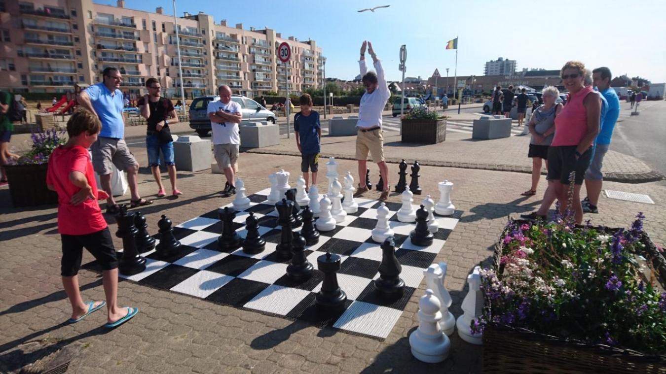 Un jeu d'échecs géant doit être réinstallé sur la plage dans le cadre de l'inauguration du nouveau front de mer cette année.