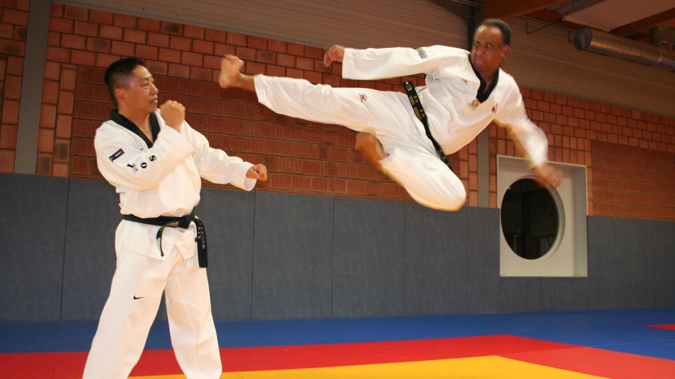 Hassane Sadok à droite, en pleine action.