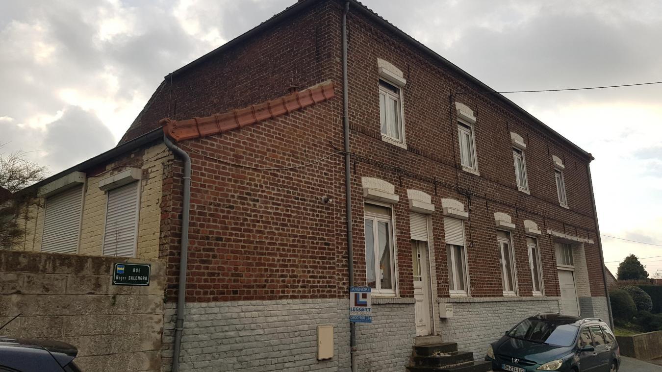La maison qui divise les élus est située entre les rues Roger Salengro, Georges Richard et Lapugnoy.