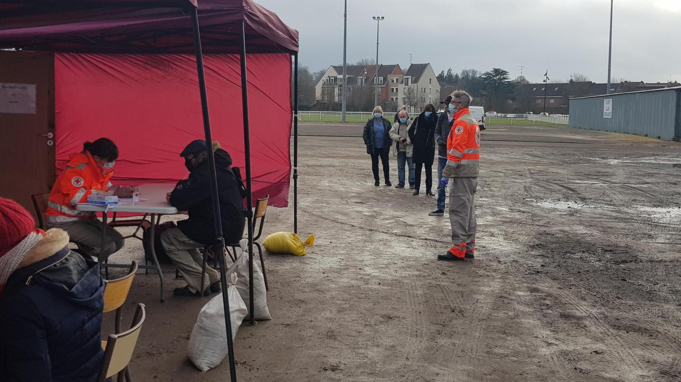 Lundi 11 janvier, ils étaient 44 volontaires à faire la queue en affrontant le froid hivernal pour se faire dépister.