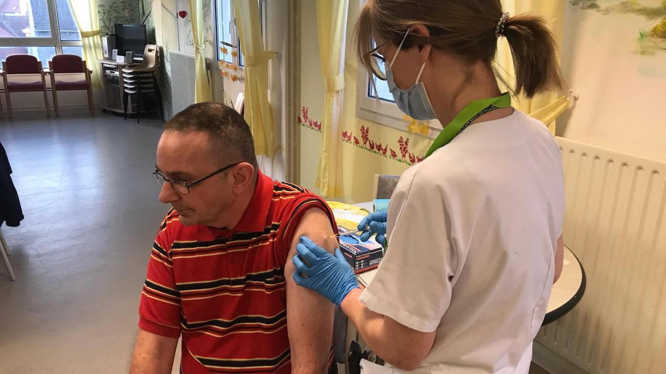 La campagne de vaccination se poursuit et s'ouvrira dès le 18 janvier à l'ensemble des personnes de plus de 75 ans.