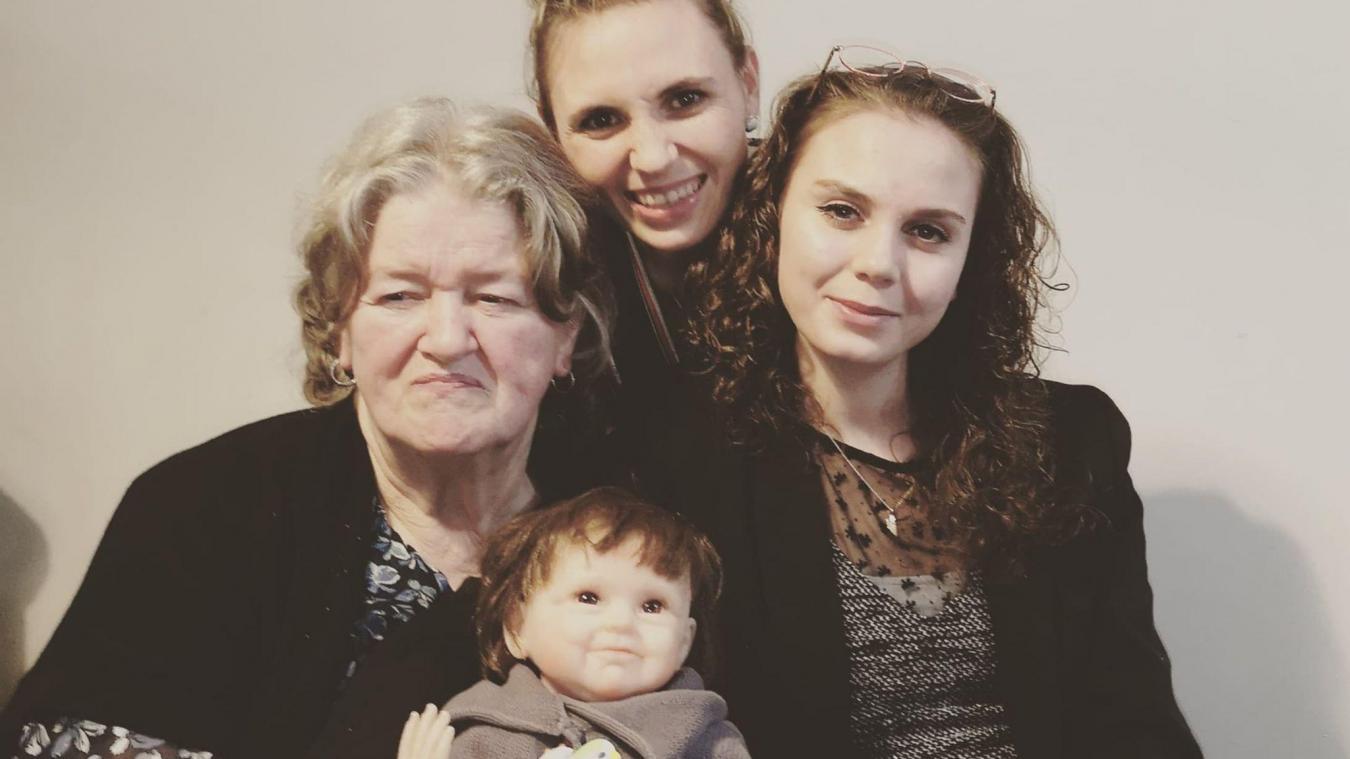 Élodie et Céline se battent pour leur grand-mère, mais aussi pour que la maladie soit davantage reconnue et que la prise en charge soit plus efficace.