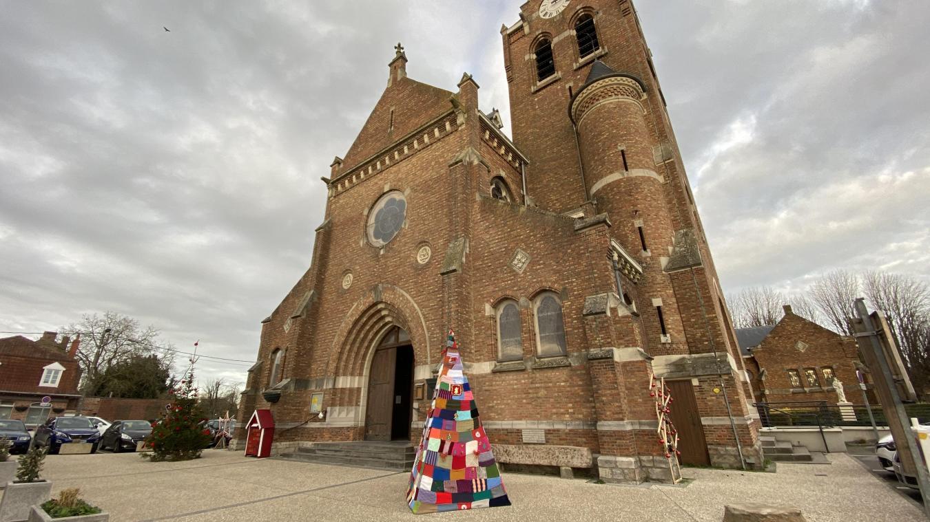 Le parvis de l'église devrait être refait par tranche.