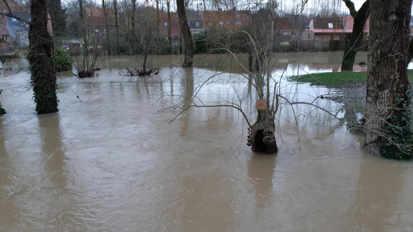 Des inondations ont été aperçues du côté d'Esquelbecq.