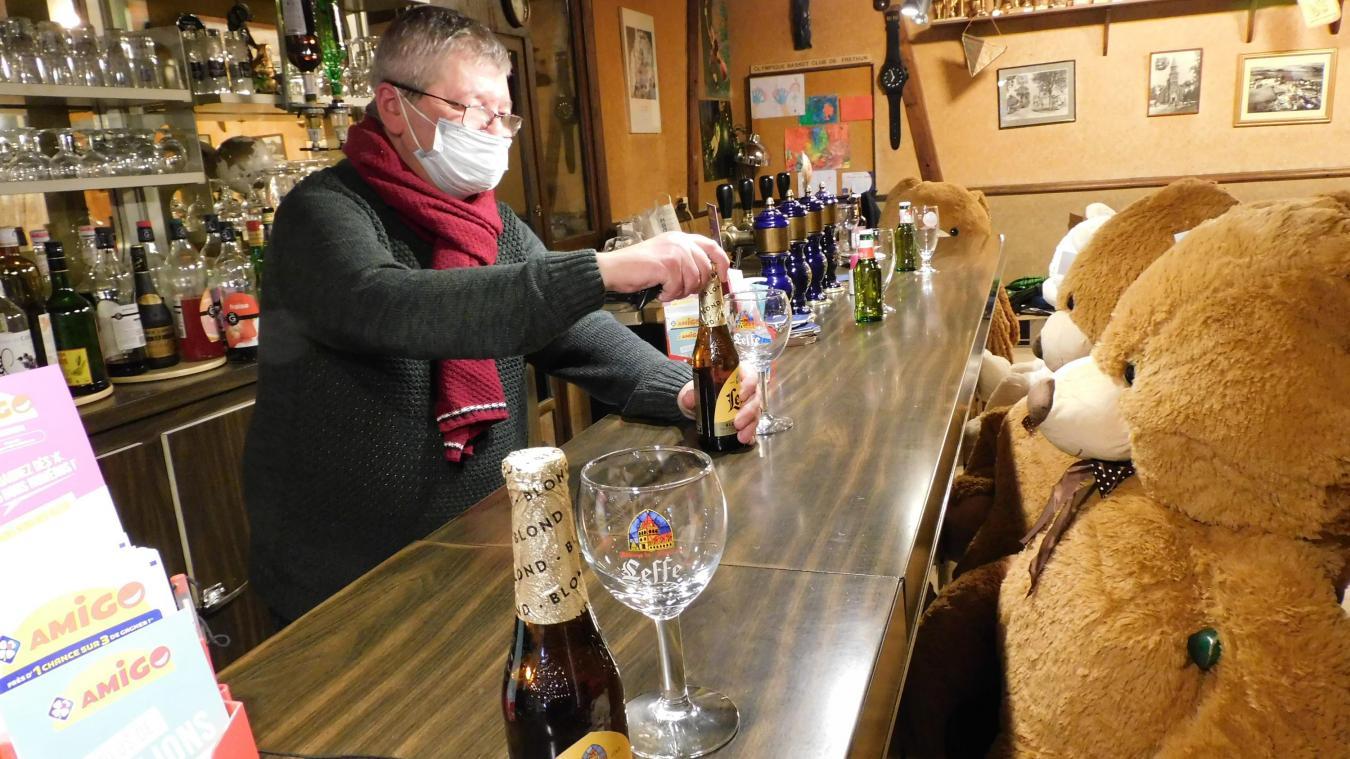 Au bar, la nouvelle clientèle consomme toujours avec modération.