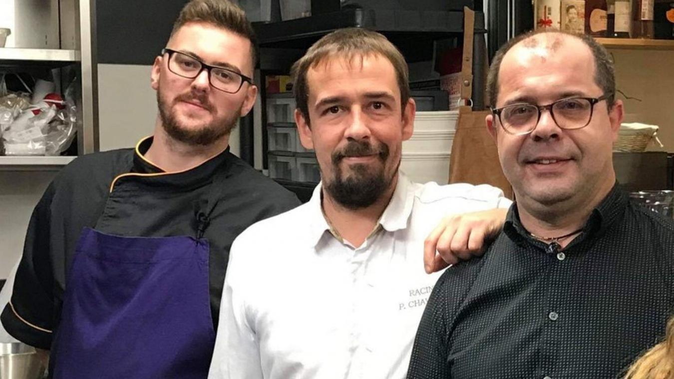 Une partie de l'équipe du restaurant Racines avec au centre de la photo Pierre Chavatte, le chef qui vient de décrocher un Bib Gourmand.