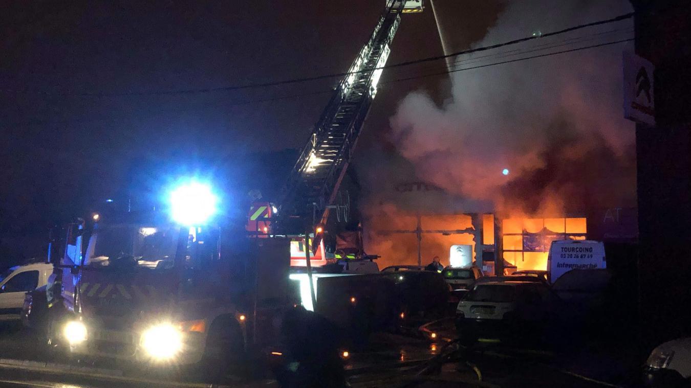 Tout le garage est parti en fumée, mais les gérants ne veulent pas se laisser abattre pour autant. Ils s'organisent afin de poursuivre l'activité.