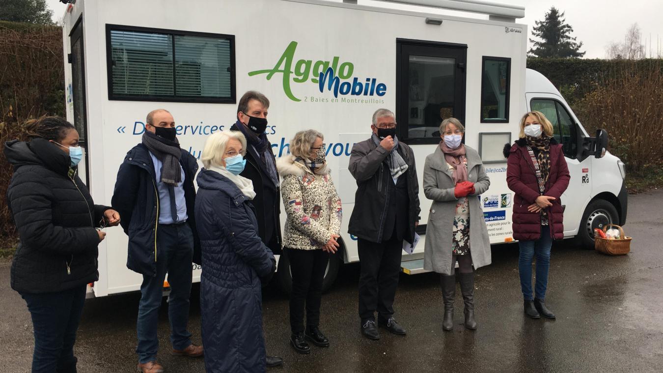 L'Agglo Mobile vient au contact des habitants pour orienter et aider dans les démarches administratives en ligne ou papiers. Un mail : <a href=mailto:agglomobile@ca2bm.fr>agglomobile@ca2bm.fr</a>)
