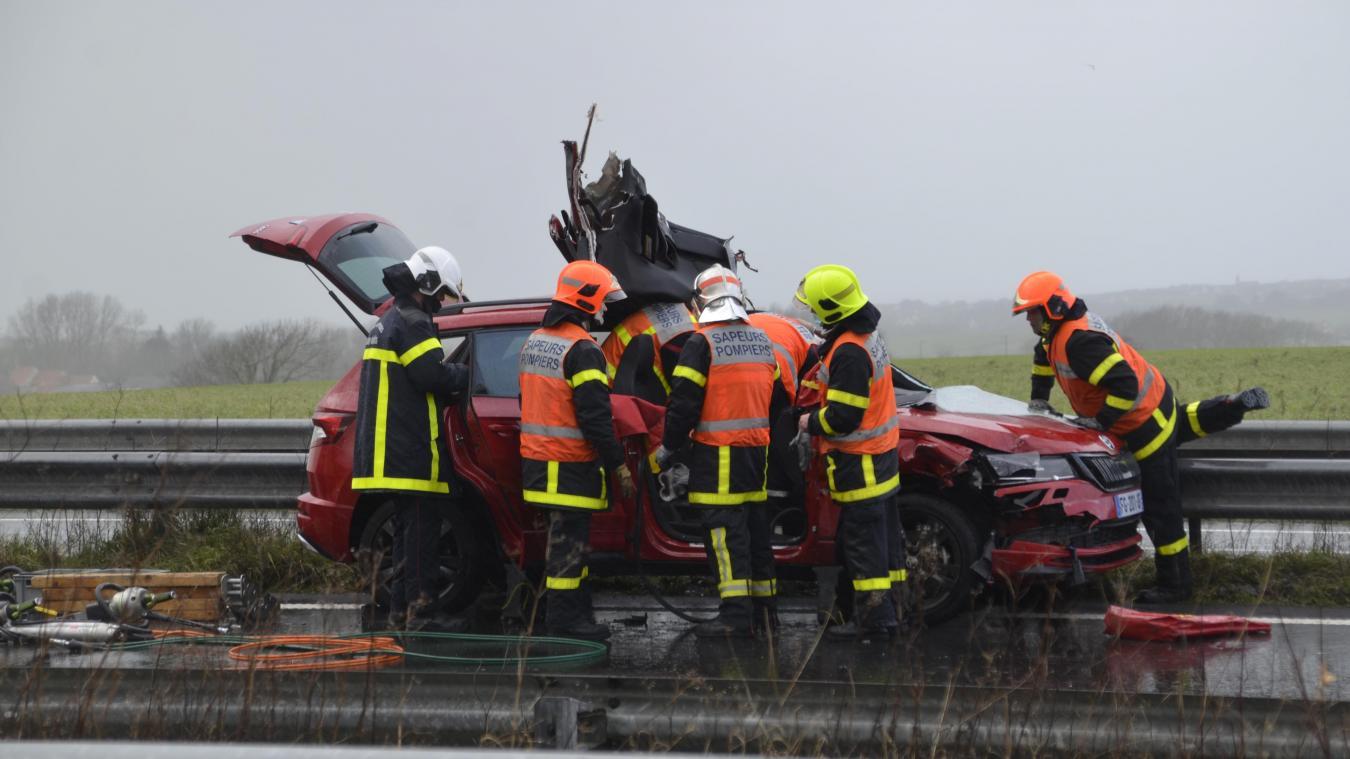 Les sapeurs-pompiers de Boulogne et Marquise ont procédé à la désincarcération d'une des quatre victimes de cet accident.