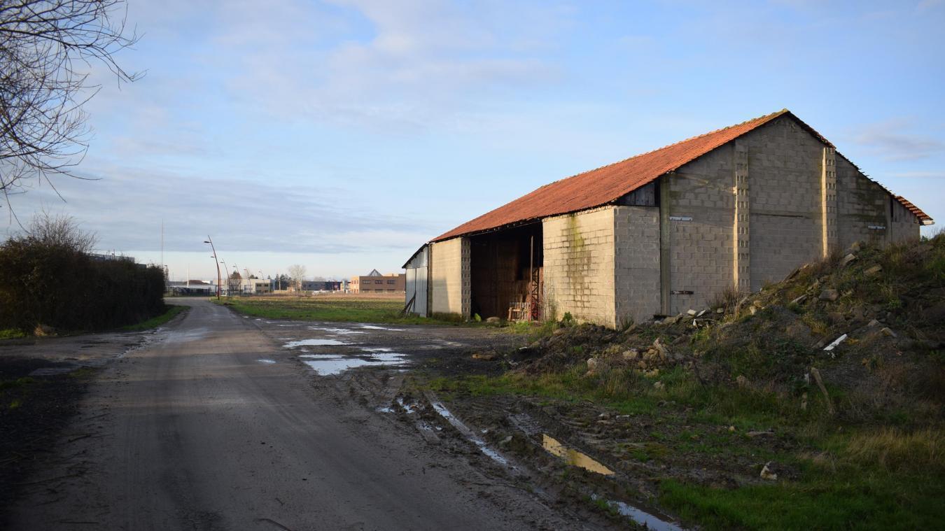 C'est dans un hangar, chemin Nooldstraete, à Bierne, que les migrants vietnamiens ont attendu.