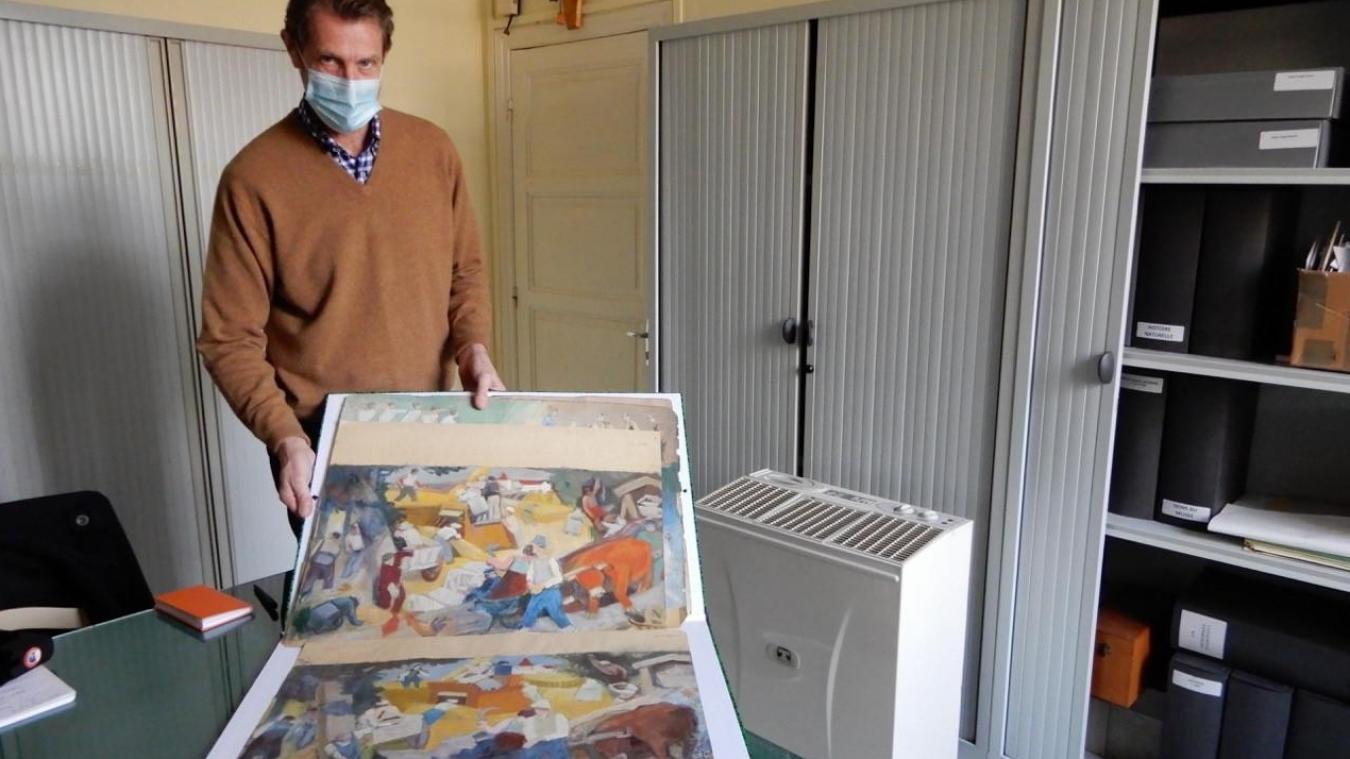 Patrick Descamps, directeur du Musée présentant deux projets de Robert Lotiron