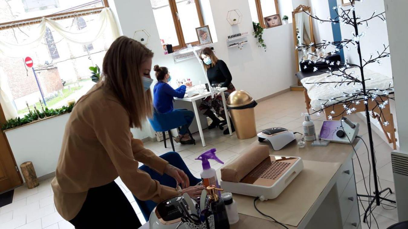 Alicia Lefevre (1 er  plan) et Anaïs Gourdin (à droite) ont ouvert le 4 janvier dernier dans le même local.