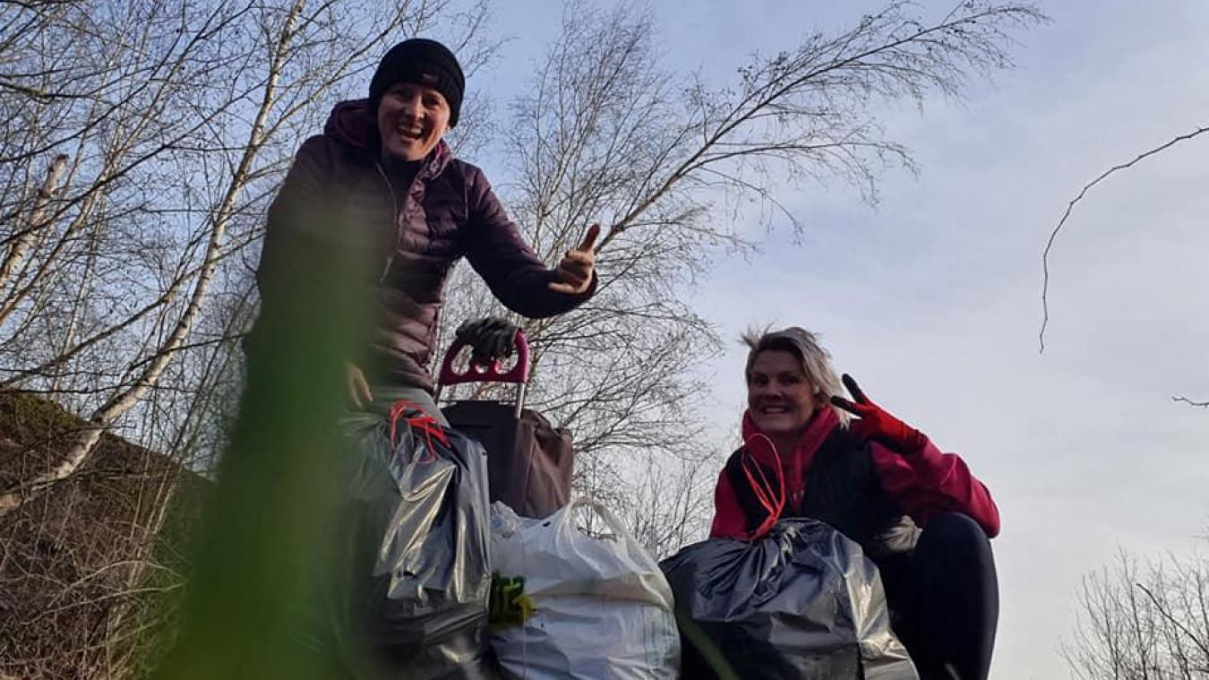 La récolte fût bonne pour les deux amies : deux gros sacs de 50 litres chacun remplis de déchets de toute nature et un charriot à roulettes plein de verre.