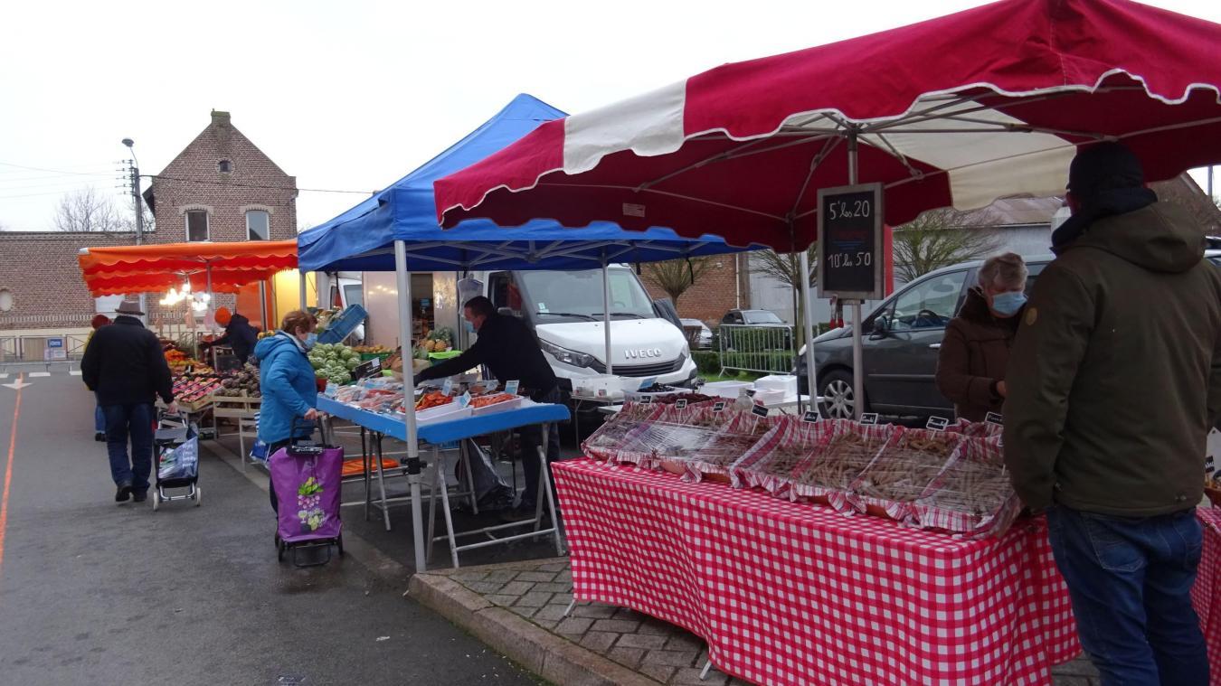 Une quinzaine de commerçants sont présents tous les samedis matins pour le marché.