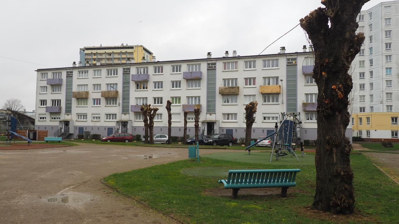 L'homme habitait rue Renoir dans ces immeubles, non loin d'un parc de jeux.
