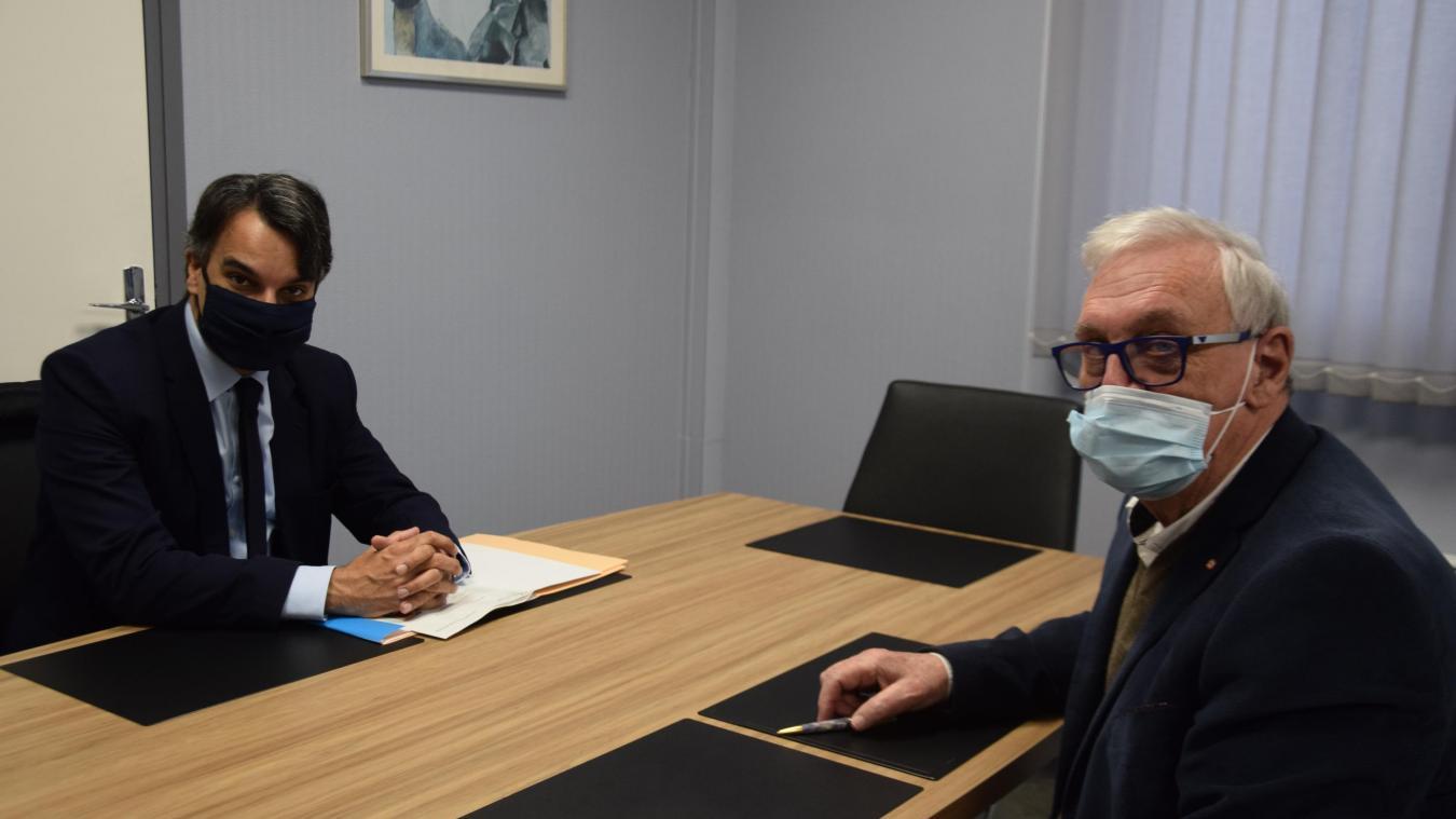 Frédéric Sampson, sous-préfet de l'arrondissement de Montreuil, et Claude Coin, maire de Rang-du-Fliers.