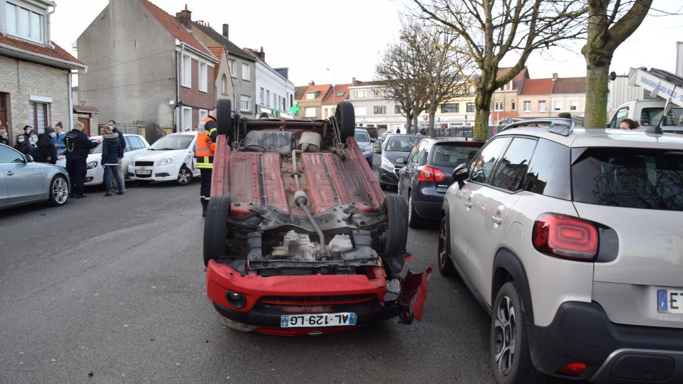 Les voitures impliquées ont été emmenées par les dépanneurs.