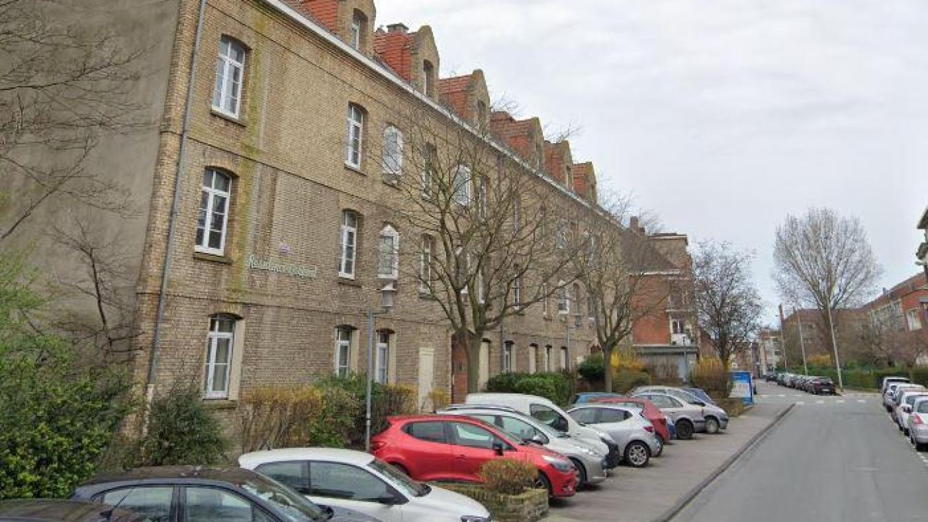 Initialement, les secours étaient déclenchés pour une fuite d'eau au deuxième étage de la résidence Verhuel, rue de l'Est, à Dunkerque.