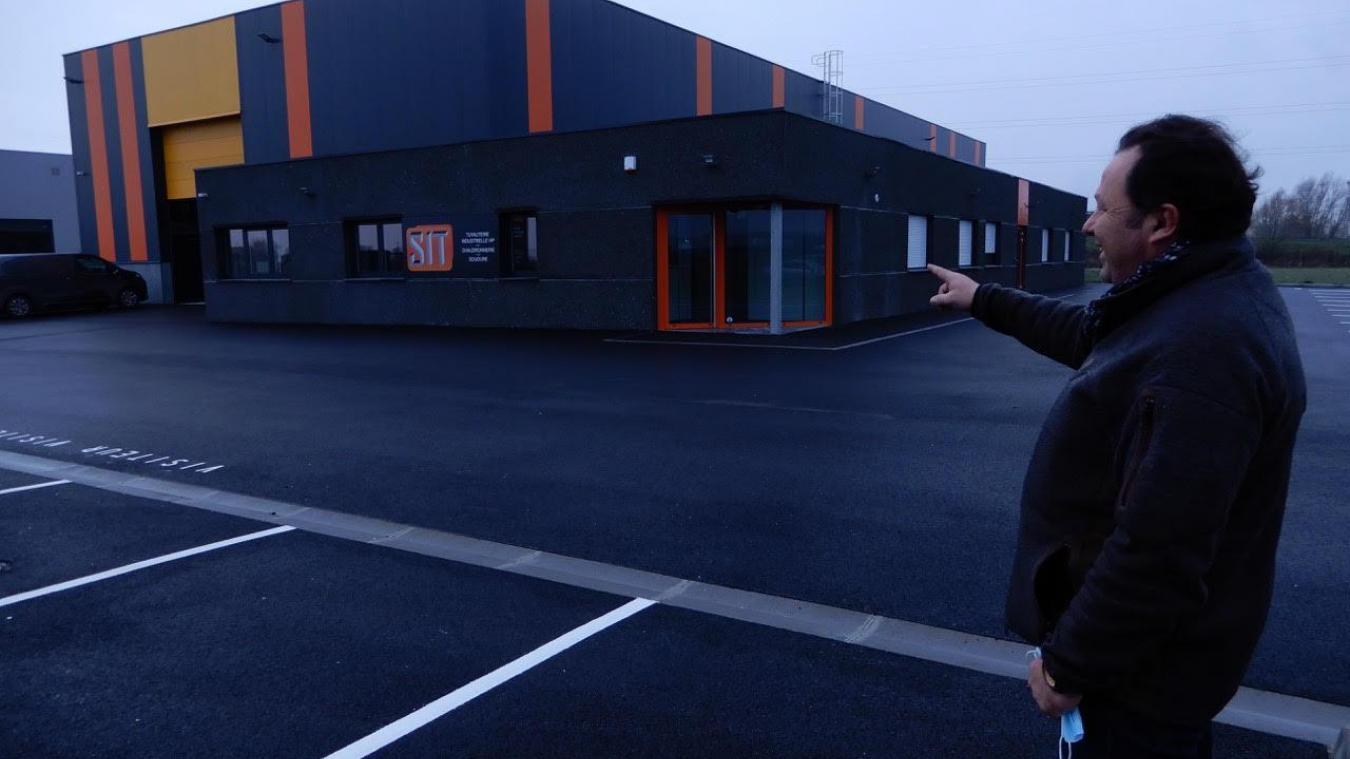 Le nouvel établissement abrite un vaste bâtiment atelier et les locaux logistiques et administratifs.