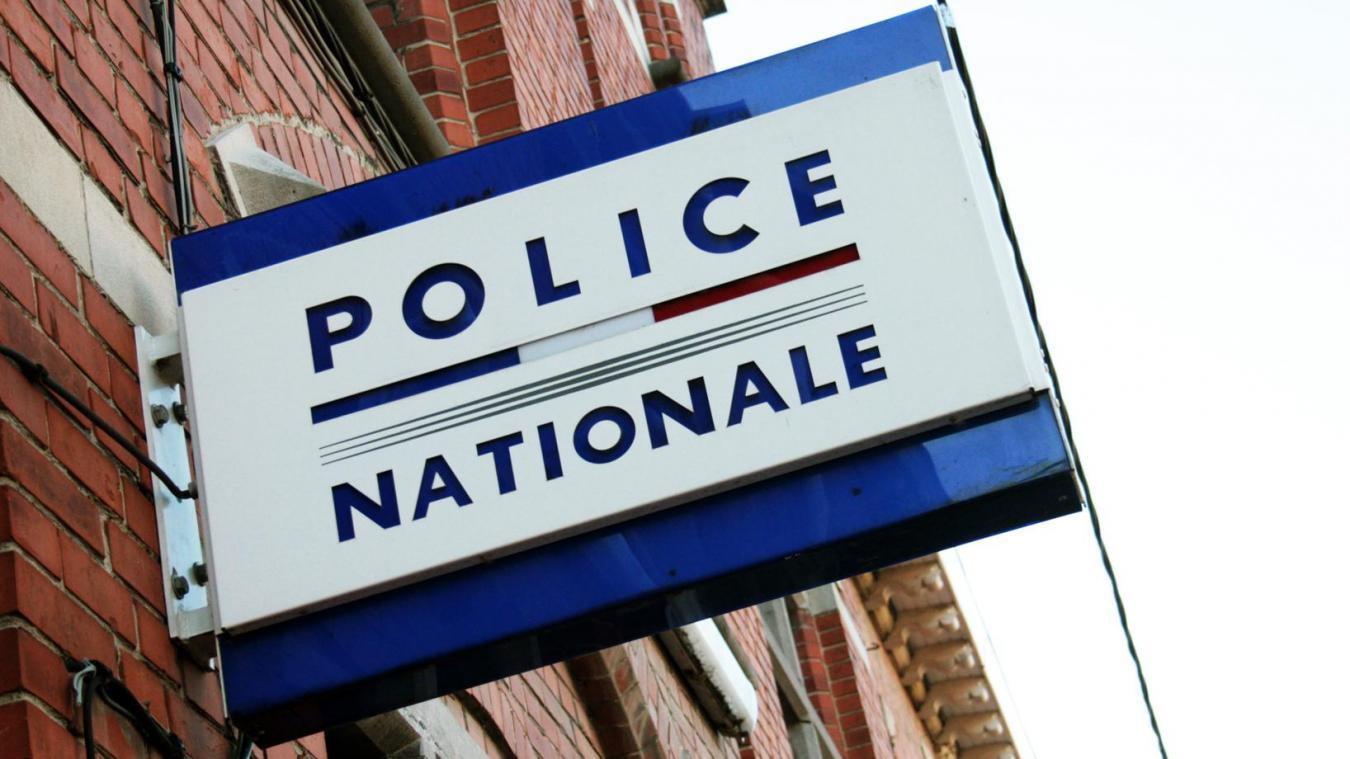 La police d'Hazebrouck lance un appel à la prudence et demande aux habitants de fermer à clé les portes d'entrée.