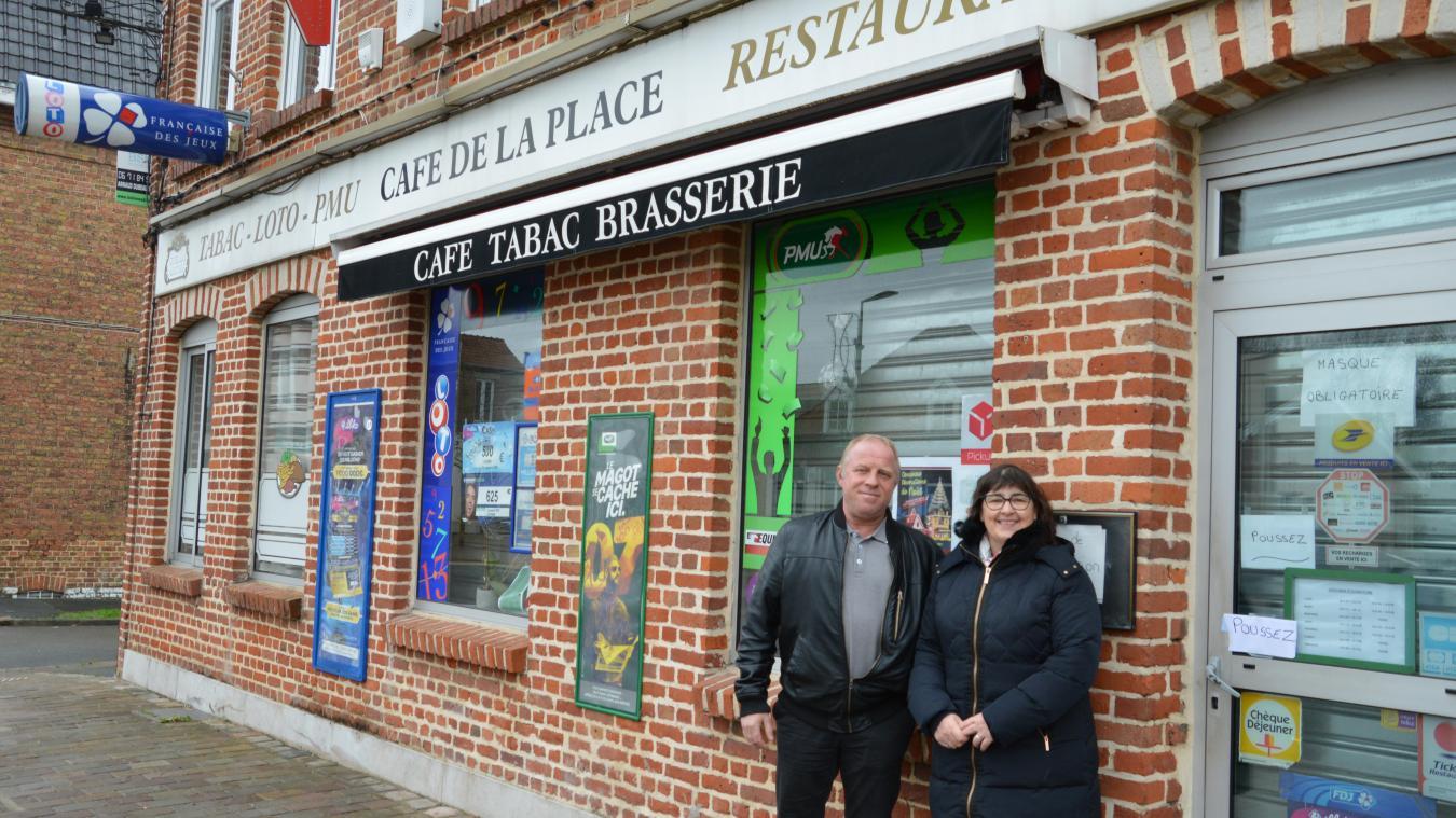 Avant l'ouverture, le couple est aidé par Virginie Roussel, actuelle propriétaire, qui les épaule.