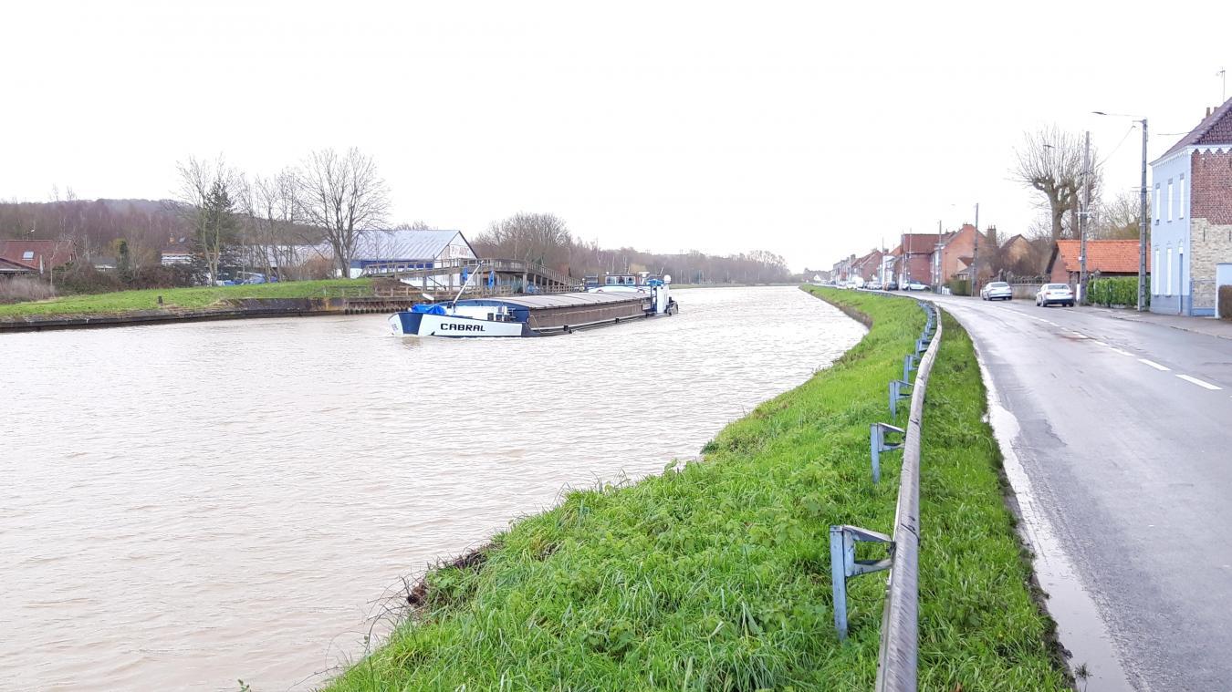 Cette opération concerne 2,1 km de berges, en rive gauche du canal de l'Aa, le long de la D 213.