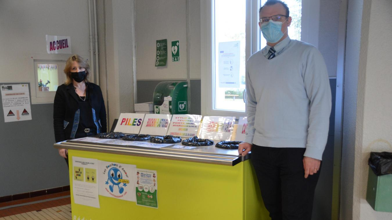 Claudie Lermytte et Jérôme Brest incitent professeurs et élèves à réduire leurs déchets.