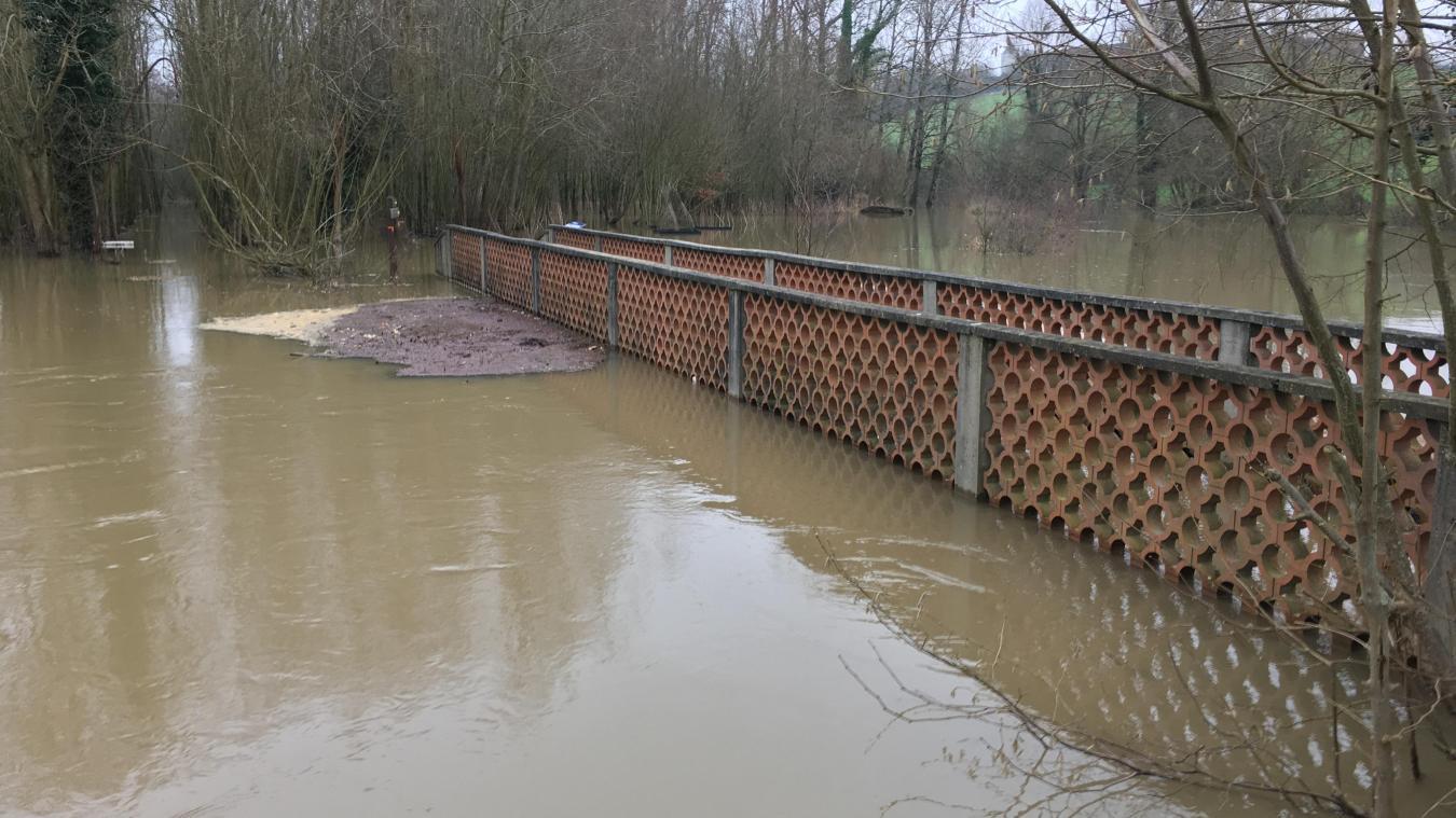 L'eau a atteint le niveau de janvier 2013. Le pont de la Grenouillère est inaccessible.